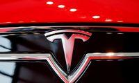 """Pirminės išvados rodo, kad balandį įvykusios avarijos metu """"Tesla"""" autopilotas nenaudotas"""