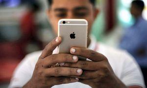 """Dėl COVID-19 krizės Indijoje perpus smuko """"iPhone 12"""" gamyba"""