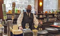 Darbuotojųpristigę restoranai griebiasi loterijų, siūlo premijas už atvykimą į pokalbį