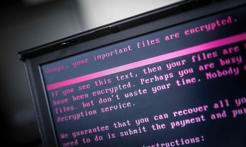 """Ransomware"" kibernetine ataka apkrėstas kompiuteris / AFP PHOTO / ANP / Rob Engelaar / Netherlands OUT/Scanpix nuotr."