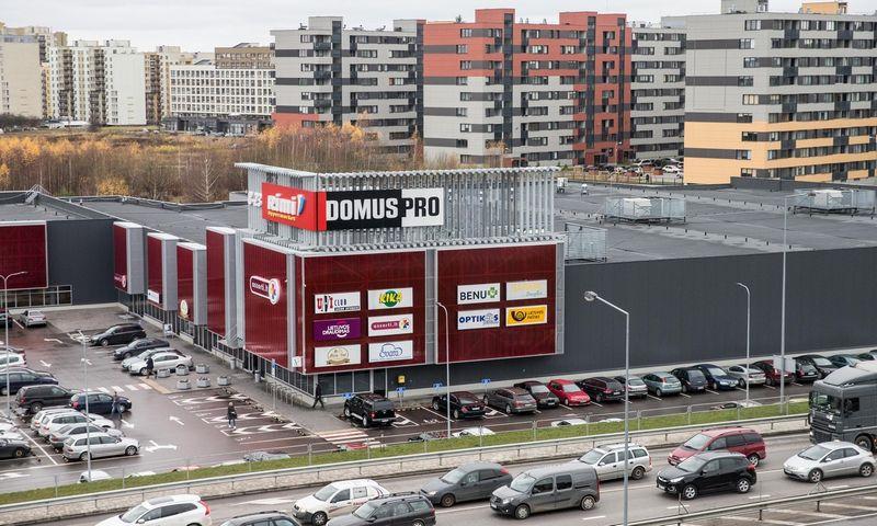 """Prekybos centras """"Domus Pro"""" Pašilaičių mikrorajone Vilniuje, Ukmergės gatvėje. Juditos Grigelytės (VŽ) nuotr."""