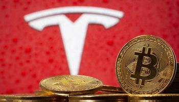 Bitkoinas pinga iki 45.700 USD