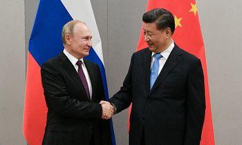 Kinija ir Rusija vienija jėgas geopolitinei operacijai COVID-19 vakcinos švirkštu