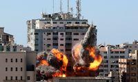 """Izraelis vėl smogė Gazos Ruože, nukentėjo """"al Jazeera"""", """"AP"""" redakcijų biurai"""