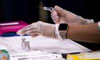 JAV papildomai eksportuos 20 mln. COVID-19 vakcinos dozių