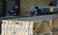 Medienos kainos gadina nuotaikas biržose