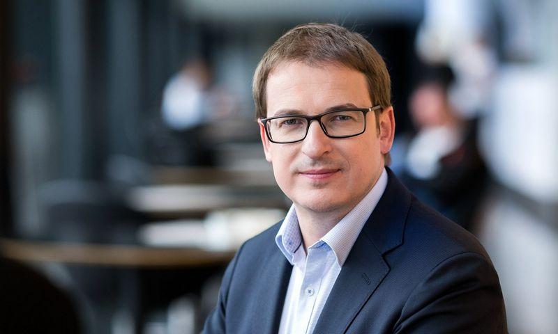 """Antanas Sagatauskas, """"Swedbank"""" Lietuvoje Verslo klientų tarnybos vadovas: """"Susidomėjimas elektromobiliais Lietuvoje auga sparčiai, tačiau tikram proveržiui koją dar kiša per didelė jų kaina""""."""
