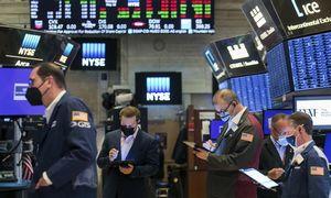 Biržose vyksta išsipardavimas, kriptovaliutų rinkoje - 30% bitkoino krytis
