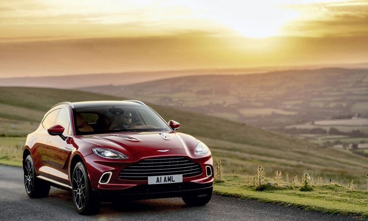 """Aston Martin"" DBX: SUV su sportinio automobilio dvasia"