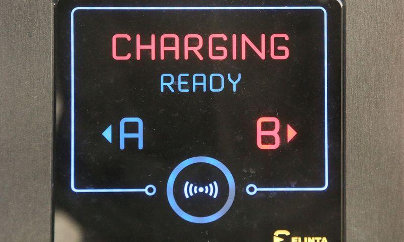 """""""Elinta Charge"""" elektromobilių įkrovimo stotelė. Vladimiro Ivanovo (VŽ) nuotr."""