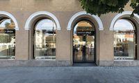 """""""Aprangos"""" grupė pertvarko prabangos parduotuvių tinklą: pokyčiai apima """"Burberry"""" ir """"Hugo Boss"""""""