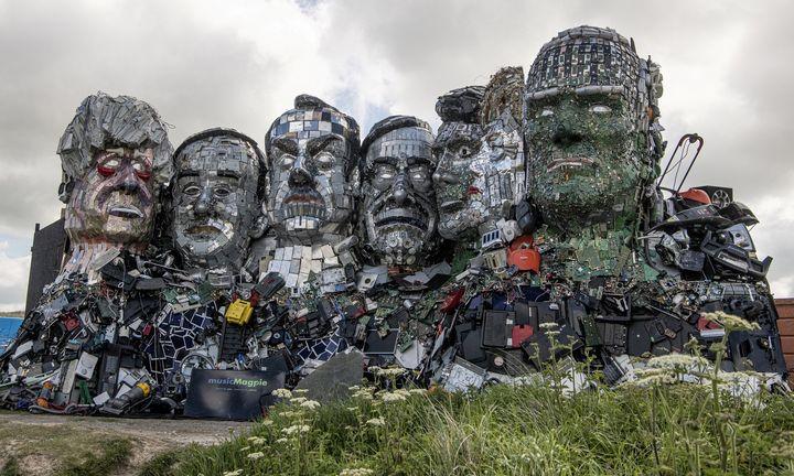Didinga G7 lyderių skulptūra – iš elektronikos atliekų