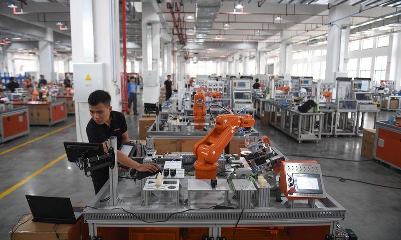 """Mobiliųjų telefonų lustų gamykla Džedziango provincijoje Kinijos rytuose. """"ZUMA Press""""/""""Scanpix"""" nuotr."""