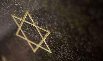 Žydus gelbėjusiems Lietuvos piliečiams siūloma prie paminklų įrengti atminimo ženklus