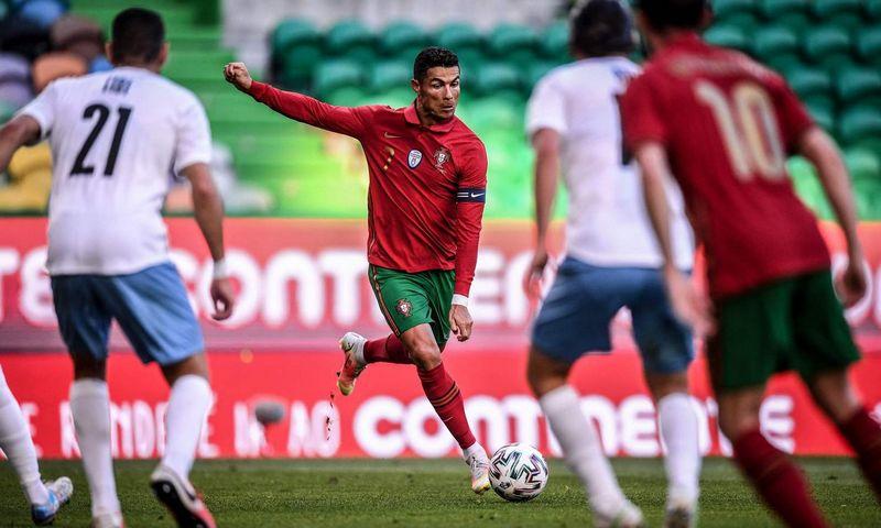 """Vienam geriausių pasaulio futbolininkų, 36-erių Portugalijos puolėjui Cristiano Ronaldo šis Europos futbolo čempionatas gali būti paskutinis. Patricia de Melo Moreira ( AFP/ """"Scanpix"""") nuotr."""