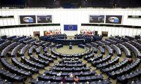 Europos Parlamentas grasina patraukti į teismą Europos Komisiją