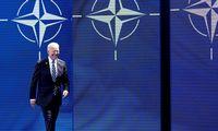 J. Bidenas: NATO susiduria su naujais iššūkiais santykiuose su Rusija ir Kinija