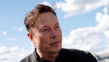 """""""Tesla"""" leis atsiskaityti bitkoinais, kai jis bus žalesnis, kriptovaliuta šoktelėjo 12%"""