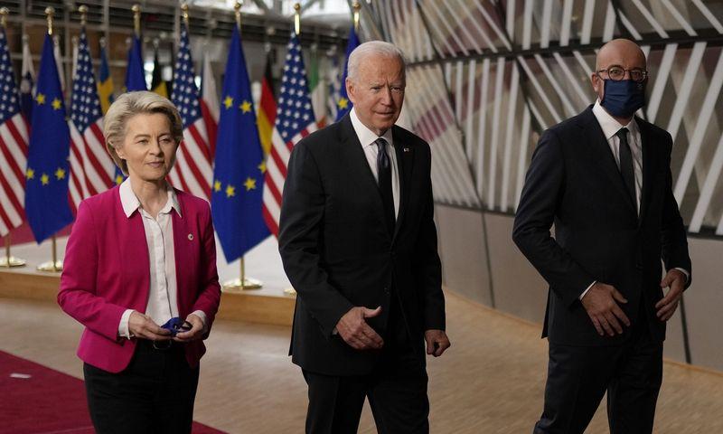 "Ursula von der Leyen, Europos Komisijos pirmininkė, Joe Bidenas, JAV prezidentas ir Charles'is Michelis, Europos Vadovų Tarybos pirmininkas.  Francisco Seco (""AP"" / ""Scanpix"") nuotr."