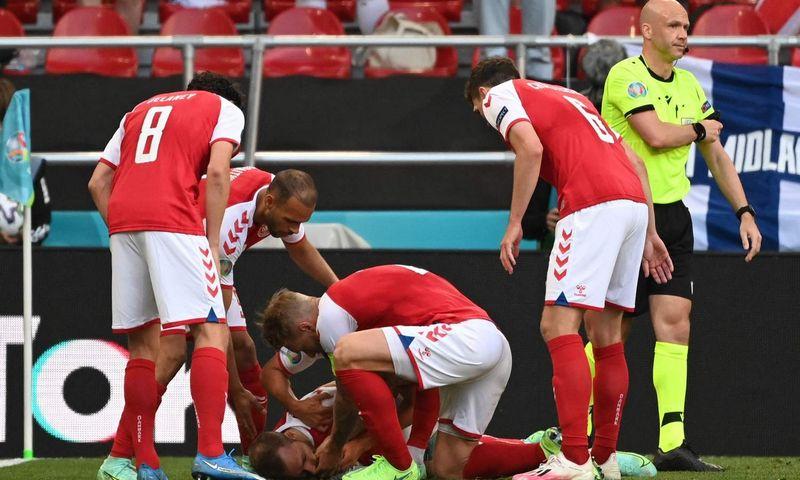 """Rungtynėse su suomiais Danijos rinktinės futbolininkas Christianas Eriksenas patyrė širdies smūgį. Jonathan Nackstrand (AFP/ """"Scanpix"""") nuotr."""