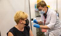"""I. Šimonytė paskiepyta antrąja """"AstraZeneca"""" vakcinos doze, G. Nausėda skiepytas anksčiau"""