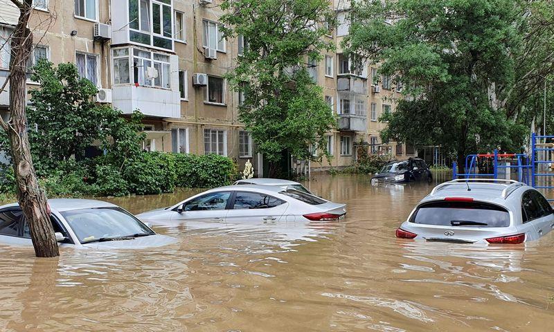 """Potvyniai Kerčėje, Krymo pusiaisalyje. """"Reuters"""" / """"Scanpix"""" nuotr."""