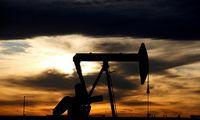 Naftos kainos toliau krinta