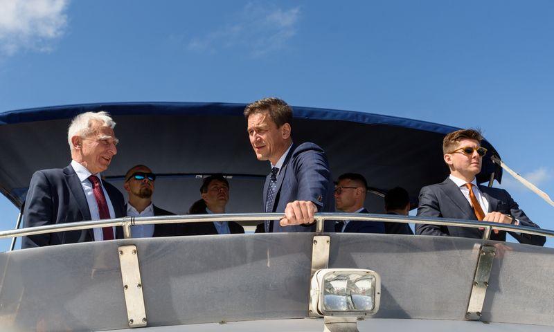 Lenkijos vyriausybės įgaliotinis Piotras Naimskis (keirėje) ir Lietuvos energetikos ministras Dainius Kreivys. Lietuvos Energetikos min. nuotr.