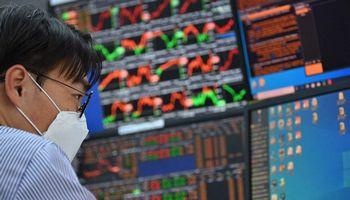 """""""Moody's"""" ekonomistas įspėja dėl 10–20% akcijų korekcijos"""