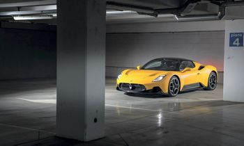 """""""Maserati MC20"""": abejingų nepaliekantis, prestižinius įvertinimus skinantis superautomobilis"""