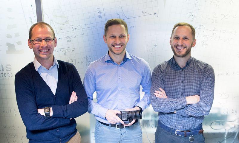 """""""Brolis Sensor Technology"""" ir """"Brolis Semiconductors"""" įkūrėjai iš kairės: Dominykas, Augustinas ir Kristijonas Vizbarai. Juditos Grigelytės (VŽ) nuotr."""
