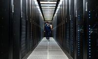"""""""Amazon"""" tebedominuoja debesų kompiuterijoje, """"Microsoft"""" sparčiai auga"""