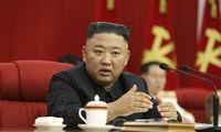 """Šiaurės Korėjoje dėl """"rimto COVID-19 incidento"""" atleisti keli aukšto rango pareigūnai"""