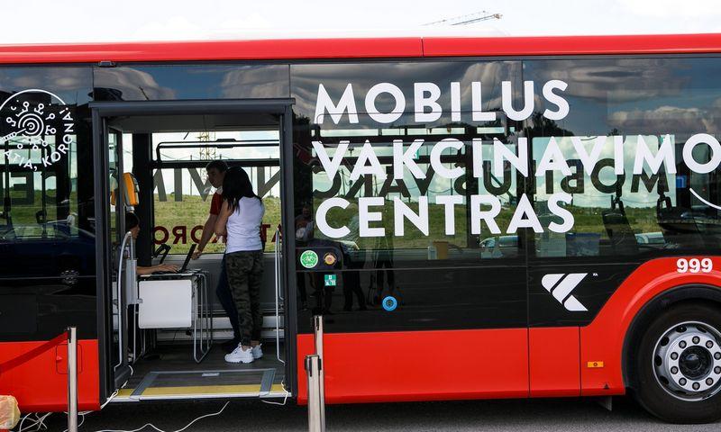 "Mobilus vakcinavimo punktas. Eriko Ovčarenko (""15min"" / ""Scanpix"") nuotr."