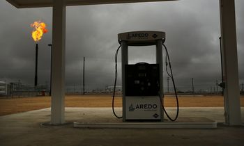 JAV naftininkai didina dividendus, betne gavybą