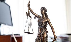 Bylas dėl migrantų sulaikymo nagrinėjantis teismas jau sunkiai pakelia krūvį