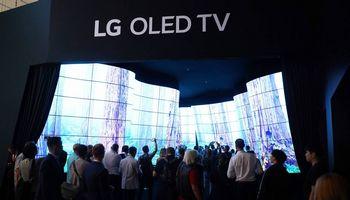 Dar viena puslaidininkių krizės auka –televizoriai ir telefonai su OLED ekranais