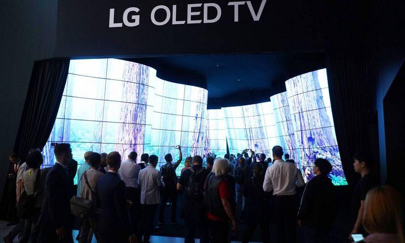 "LG pristato OLED televizorių IFA technologijų parodoje Berlyne. Stefan Zeitz ( ""Imago""/ ""Scanpix"") nuotr."