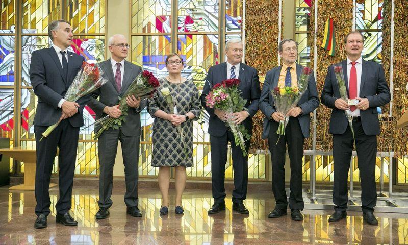 """Tik penki iš vienuolikos Lietuvoje išrinktų EP narių 2019-ųjų birželį atvyko į pažymėjimų įteikimo ceremoniją. Juliaus Kalinsko (""""15min"""") nuotr."""