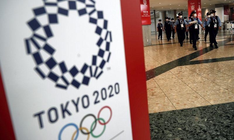 Tokijas ruošiasi atidėtosioms, bet vis vien koronaviruso pandemijos sąlygomis vyksiančioms olimpinėms žaidynėms. Edgar Su (Reuters/Scanpix) nuotr.