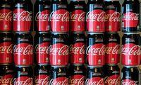 """""""Coca-Cola"""" pardavimai praėjusį ketvirtį augo 41%, viršijo 2019 m. lygį"""