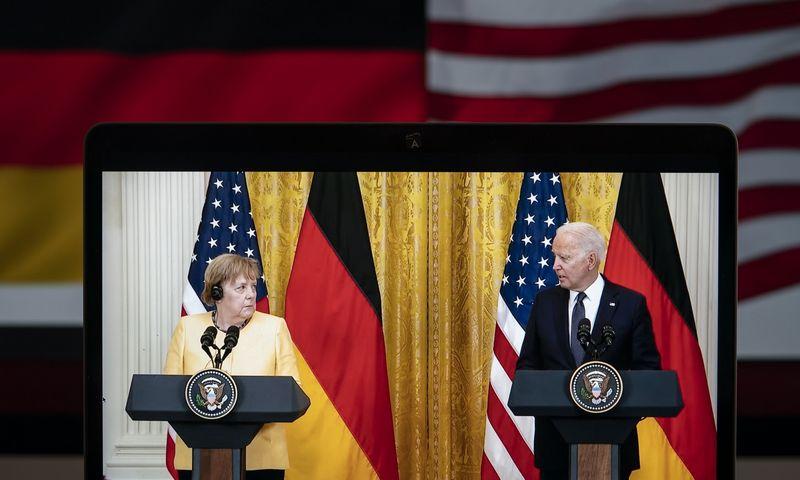"""Angelos Merkel ir Joe Bideno spaudos konferencija Vašingtone. Liu Jie (""""ZUMA Press"""" / """"Scanpix"""") nuotr."""
