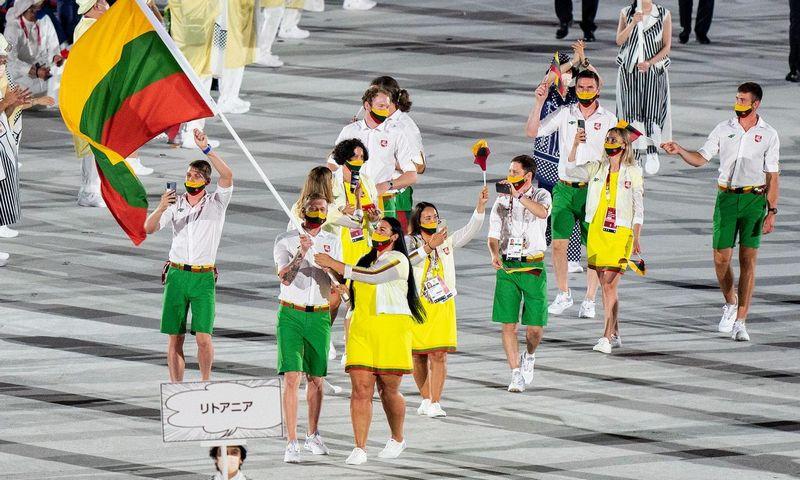 Lietuvos delegacija Tokijo olimpinių žaidynių atidaryme. Vytauto Dranginio (LTOK) nuotr.