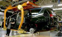 Gamintojai ieško lustų krizės išeičių, automobiliuose atsisako kai kurių funkcijų