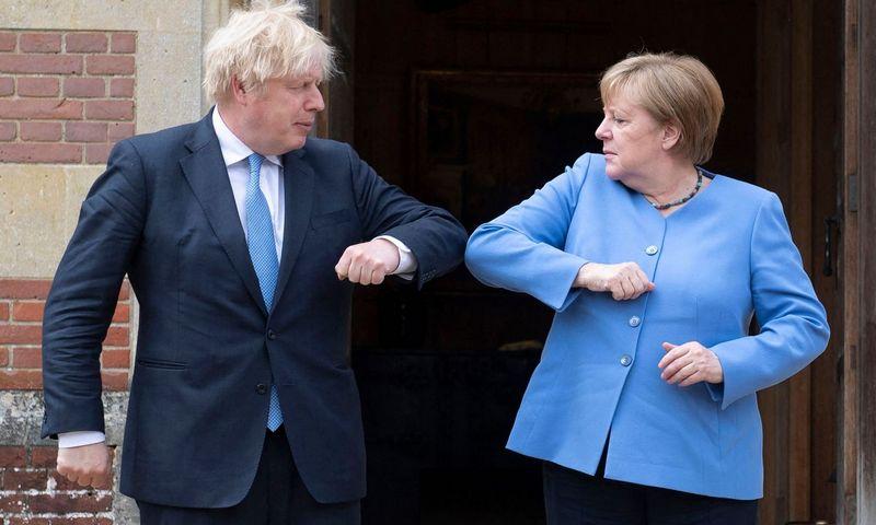 """Borisas Johnsonas, Jungtinės Karalystės premjeras ir Angela Merkel, Vokietijos kanclerė. David Rose (""""AFP"""" / """"Scanpix"""") nuotr."""