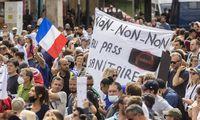 Prancūzija patvirtino naujas priemones kovai su ketvirtąja COVID-19 banga