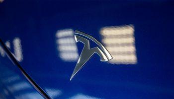 """""""Tesla"""" pelnas augo dešimteriopai ir perlipo 1 mlrd. USD kartelę"""