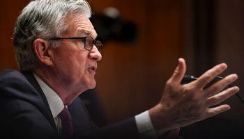 FED mato ekonomikos progresą, signalizuoja apie skatinimo atitraukimą