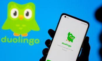 """Duolingo"" biržoje debiutavo 35% šuoliu"