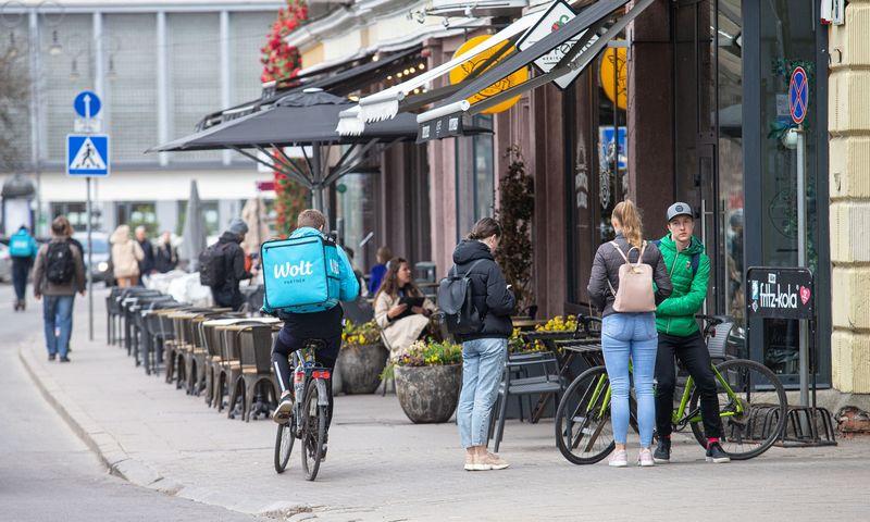 Po antro karantino Vilniuje atidarytos lauko kavinės. Juditos Grigelytės (VŽ) nuotr.